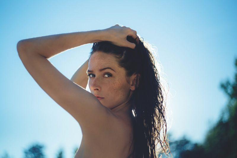piel mujer verano